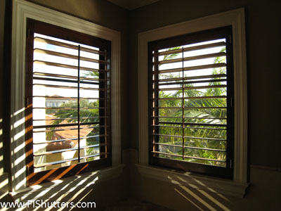 interior wood plantation shutter